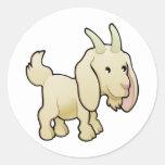 Un animal del campo lindo de la cabra pegatina redonda