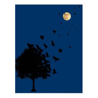Un árbol de cuervos tarjetas postales