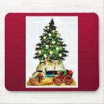 Un árbol de navidad adornado tapetes de ratones