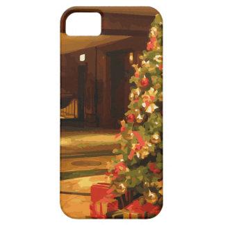 Un árbol de navidad hermoso en una alameda del iPhone 5 Case-Mate fundas