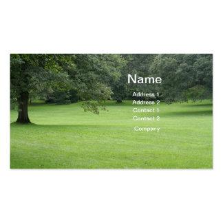 Un árbol en un campo del verde tarjetas de visita
