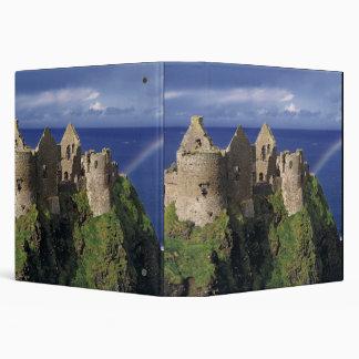 "Un arco iris pega el castillo medieval de Dunluce  Carpeta 1 1/2"""