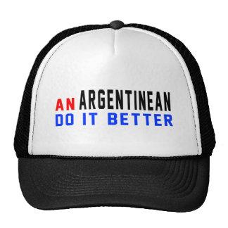 Un argentino mejora gorros bordados