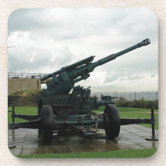 Un arma antiaéreo WW2 en el castillo de Dover Posavasos