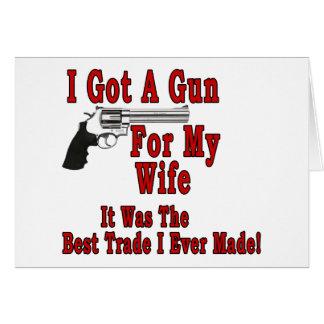 Un arma para mi esposa felicitación