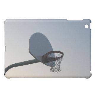 Un aro y una red del tablero trasero de baloncesto