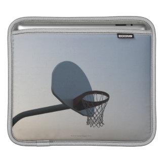 Un aro y una red del tablero trasero de baloncesto mangas de iPad