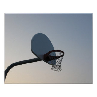 Un aro y una red del tablero trasero de baloncesto posters