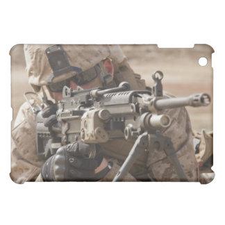 Un artillero del arma automática del pelotón