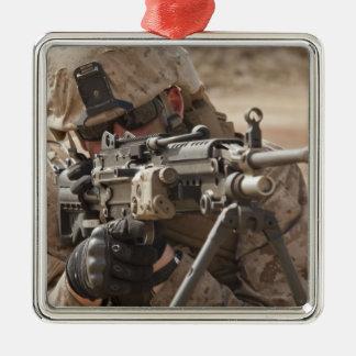Un artillero del arma automática del pelotón adorno cuadrado plateado