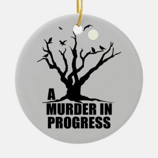 Un asesinato en curso adorno navideño redondo de cerámica