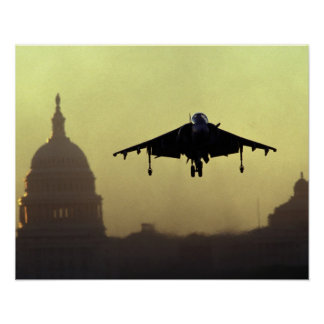 Un aterrizaje del jet del corredor de cross en la  póster