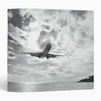 "Un avión de pasajeros viene adentro para un carpeta 1 1/2"""