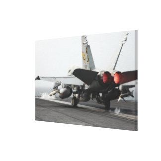 Un avispón de F/A-18C lanza de la cubierta de Impresión En Lona Estirada