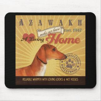 Un Azawakh cariñoso hace nuestro hogar de la casa Tapete De Ratón