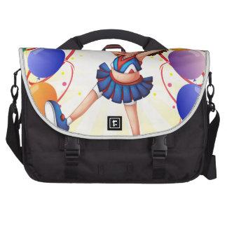 Un baile de la animadora en el medio del globo bolsas de portatil