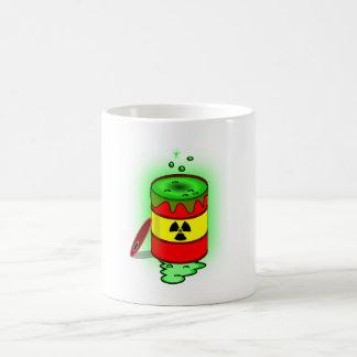 Un barril de basura tóxica verde taza