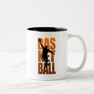 Un Basketballer que salta y que tira Taza De Café De Dos Colores