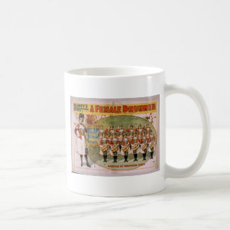 Un batería de sexo femenino, 'llegada de los chica taza de café