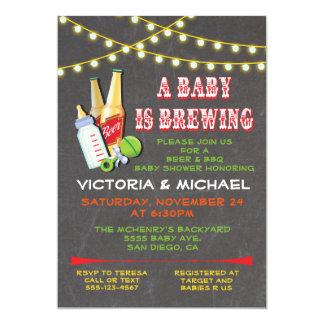 """Un bebé está elaborando cerveza invitaciones de la invitación 5"""" x 7"""""""