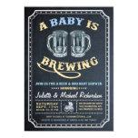 """""""Un bebé está elaborando cerveza"""" las invitaciones Invitación 5"""" X 7"""""""