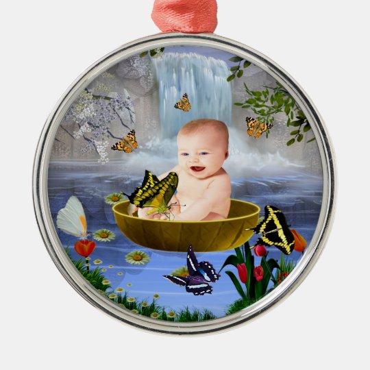 Un bebé lindo de la naturaleza adorno navideño redondo de metal