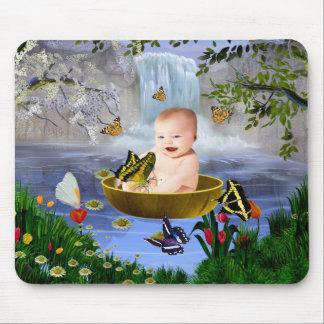 Un bebé lindo de la naturaleza tapete de raton