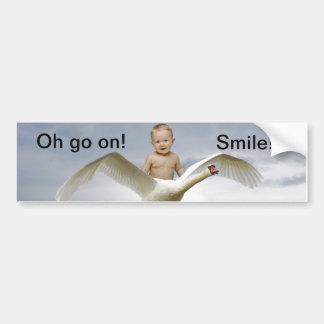 Un bebé y el cielo del cisne etiqueta de parachoque
