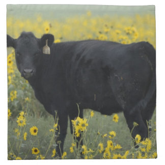 Un becerro en medio de los girasoles del Nebraska Servilleta De Papel