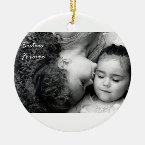 Un beso para O/Sisters circunda para siempre el Adornos De Navidad
