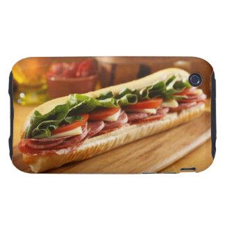 Un bocadillo sub italiano con 2 iPhone 3 tough cobertura