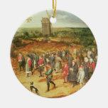 Un boda campesino adorno navideño redondo de cerámica