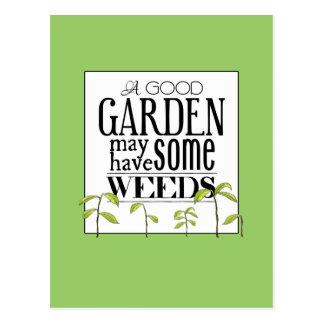 Un buen jardín puede tener algunas malas hierbas tarjetas postales