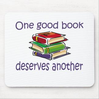 Un buen libro merece otros regalos tapete de ratón