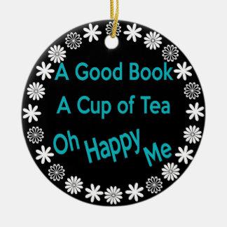 Un buen libro, una taza de té, oh feliz yo ornamen ornamente de reyes