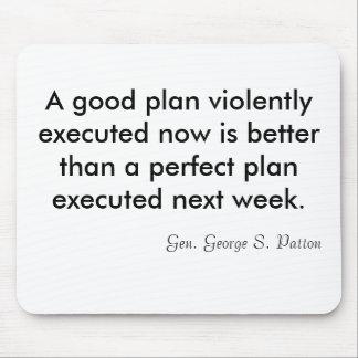 Un buen plan ahora ejecutado violentamente es un m alfombrilla de ratón