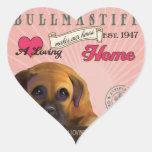 Un Bullmastiff cariñoso hace nuestro hogar de la c Calcomanía Corazón Personalizadas