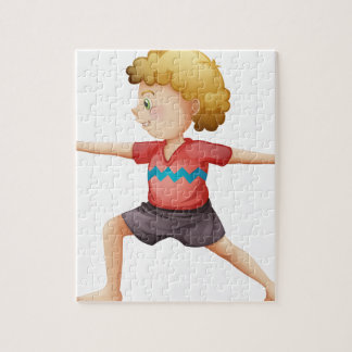 Un caballero joven que hace yoga rompecabezas con fotos