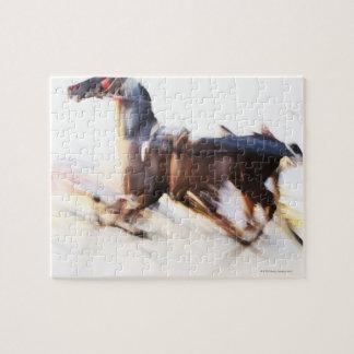 Un caballo corriente en una velocidad está puzzles con fotos