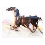 Un caballo corriente en una velocidad está tarjeta postal