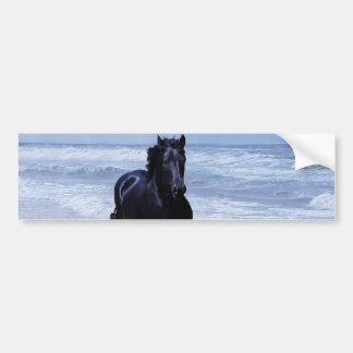 Un caballo salvaje y libre pegatina de parachoque