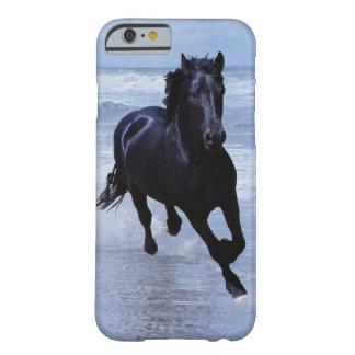 Un caballo salvaje y libre funda de iPhone 6 barely there