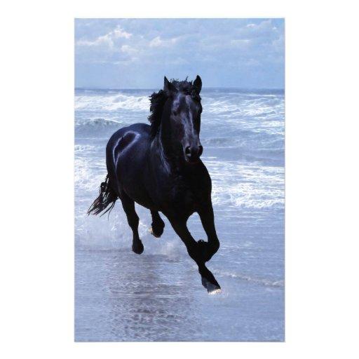 Un caballo salvaje y libre papeleria de diseño
