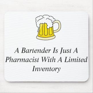 Un camarero es apenas farmacéutico mousepad