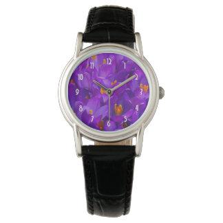 Un campo de azafranes púrpuras reloj de mano