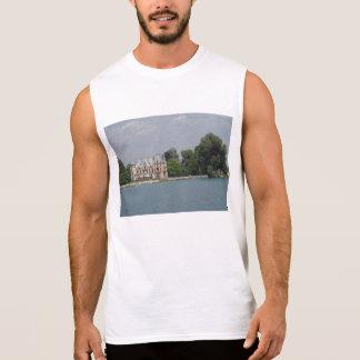 Un castillo como el edificio hermoso en la orilla camiseta sin mangas