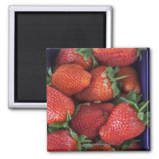 un cestito de las fresas frescas maduras para la v iman