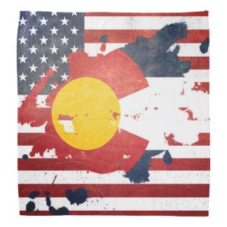 Un chapoteo de la bandera resistida el | del bandana