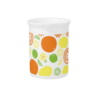 Un chapoteo de la fruta cítrica jarra