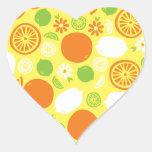 Un chapoteo de la fruta cítrica calcomanías corazones